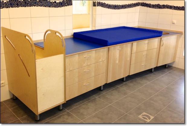 wickeltisch wickeltische tischler kita kindergarten tischlerei holzwerkstatt kaesebier. Black Bedroom Furniture Sets. Home Design Ideas
